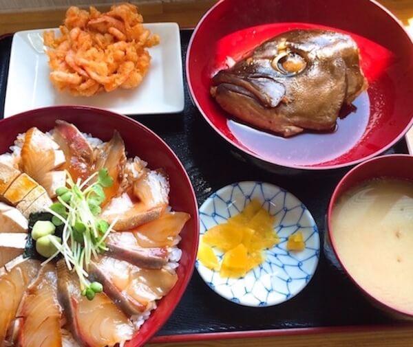 絶品みなと食堂のカンパチ漬け丼/鹿屋