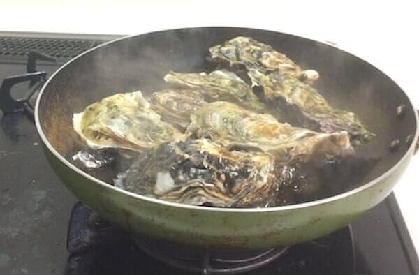 フライパンで蒸し牡蠣