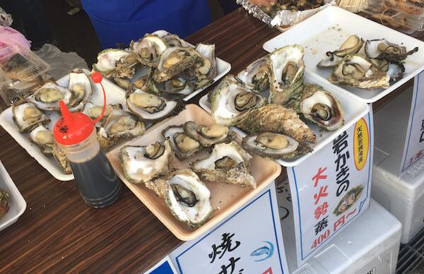 岩牡蠣と焼きサバ