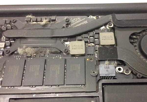 MacBookの内部