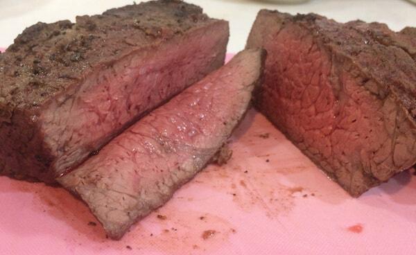 ダッチオーブンで簡単ローストビーフ